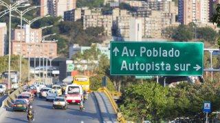 Trafic dans la ville de Medellin en Colombie