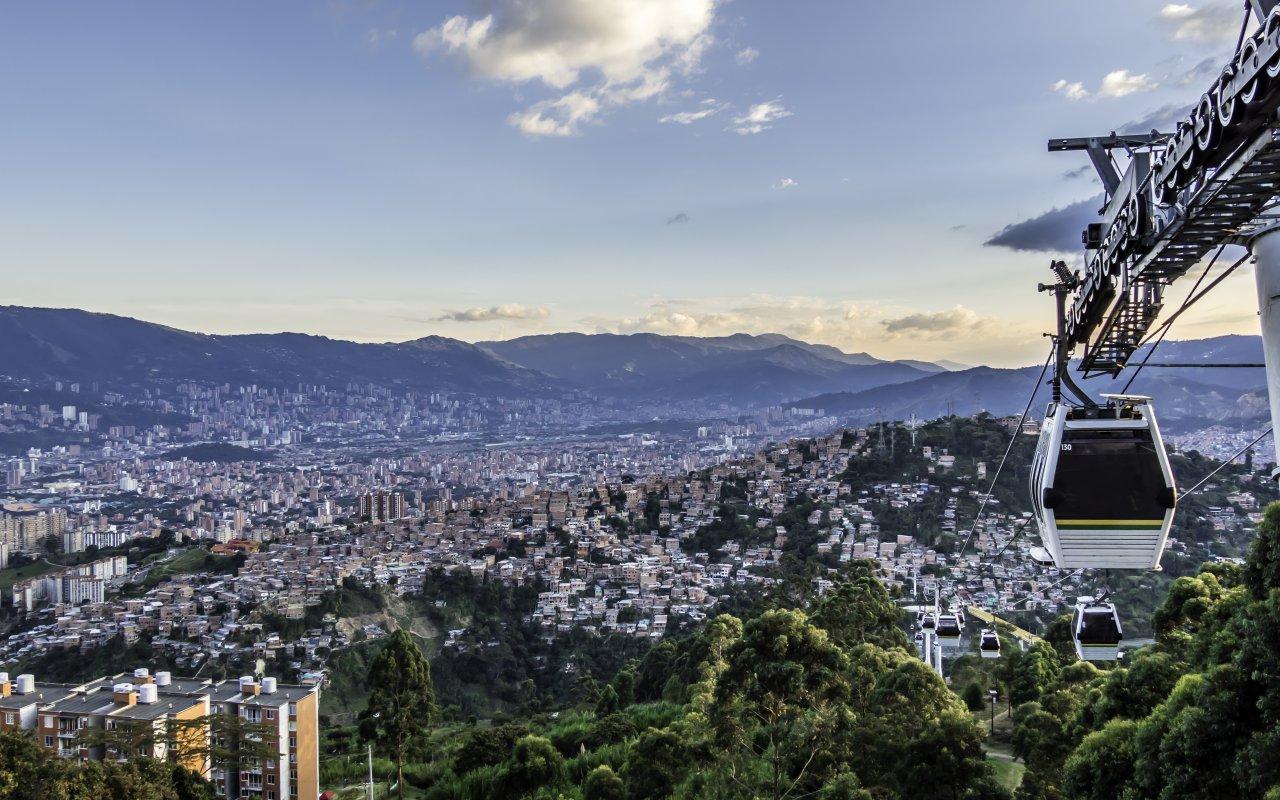 Skyline de Medellin depuis une télécabine