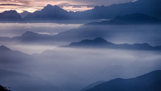La vallée de la Sierra Nevada de Santa Marta dans le brouillard