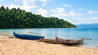 Bateaux amarrés sur une plage