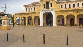 La place de la ville de Mompox en Colombie