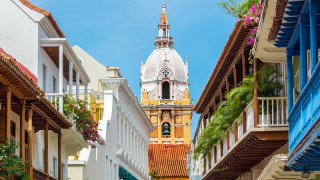 Rues et cathédrale à Carthagène en Colombie