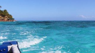 Bateau et plongée sur la barrière de corail