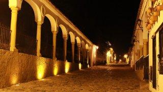 Le village de Villa de Leyva de nuit en Colombie