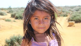 Petite fille Wayúu de la Guajira en Colombie