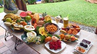 Dégustation de fruits exotiques en Colombie