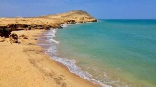 Plage et paysage désertique de la Guajira