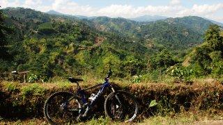 À vélo dans la région du café