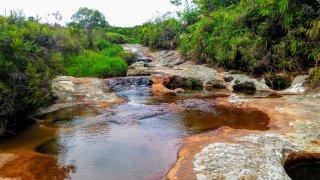 La rivière de Las gachas dans le Santander en Colombie