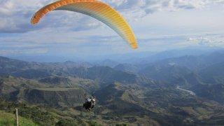 Parapente près de San Gil dans le Santander en Colombie