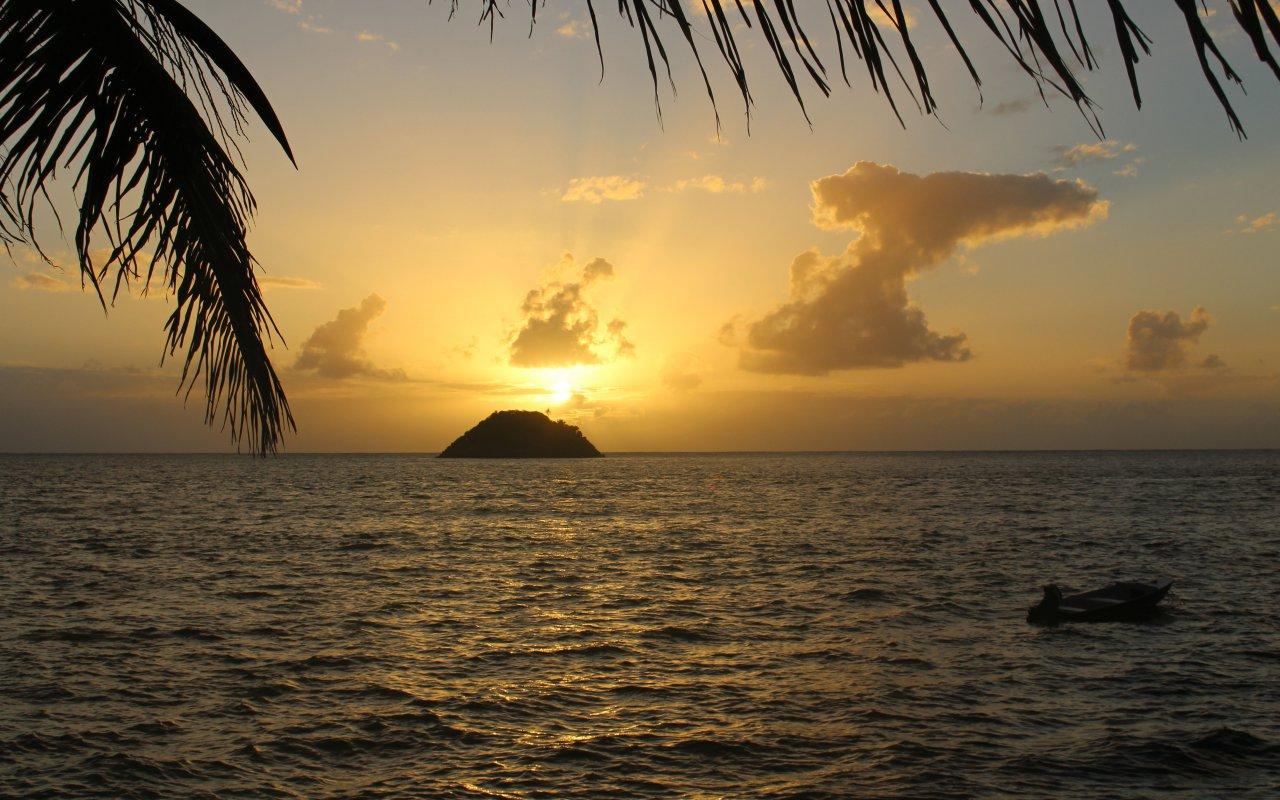 Coucher de soleil sur Cayo Cangrejo depuis lîle de Providencia