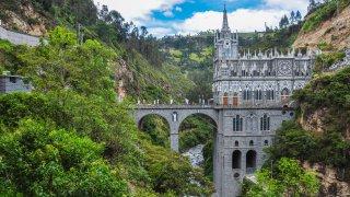 Le sanctuaire las Lajas est logée dans la Cordillère des Andes