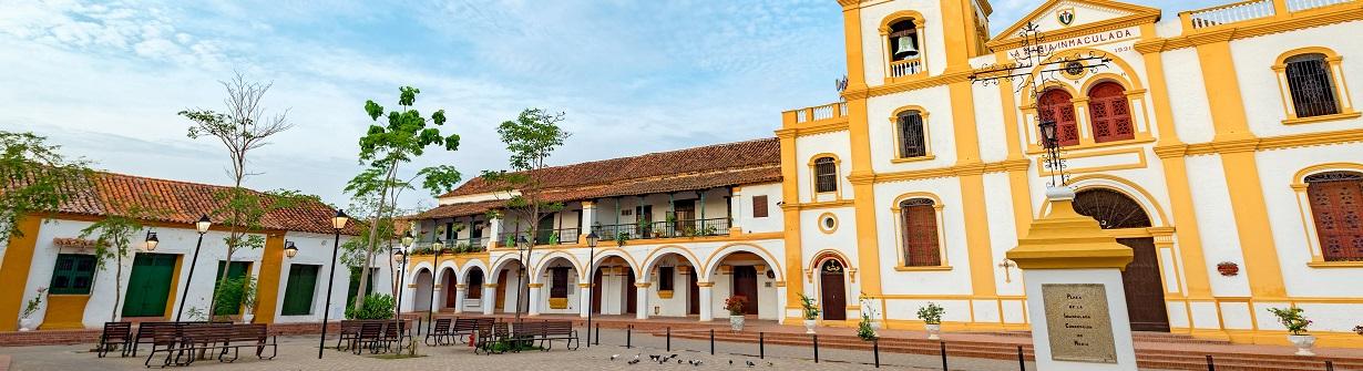 La place principale de la ville de Mompox en Colombie