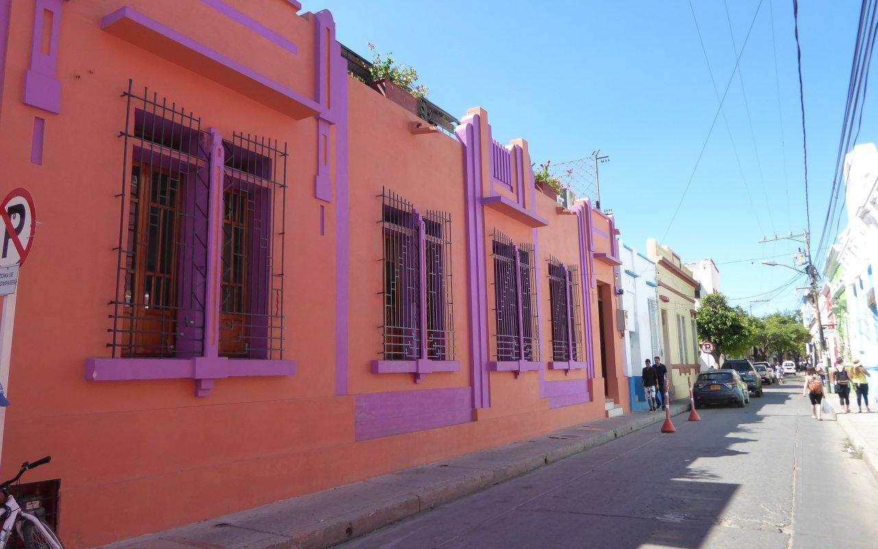Rues coloniales colorées de Santa Marta en Colombie