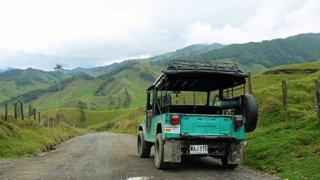 une jeep Willys dans la région du café à Salamina