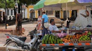 Les rues animées de Santa Cruz de Mompox