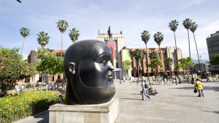 Le musée dAntioquia sur la place Botero de Medellin