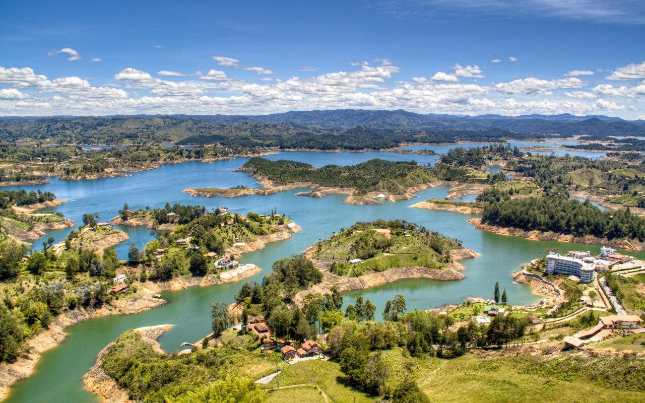 Les lacs de Guatapé en Colombie près de Medellin