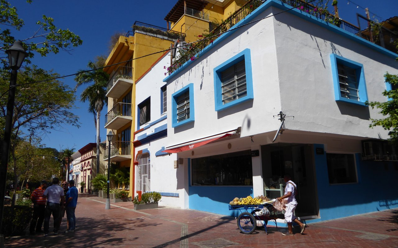 Les ruelles animées de Santa Marta en Colombie