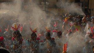 Le carnaval de Negros y Blancos, une fête multicolore